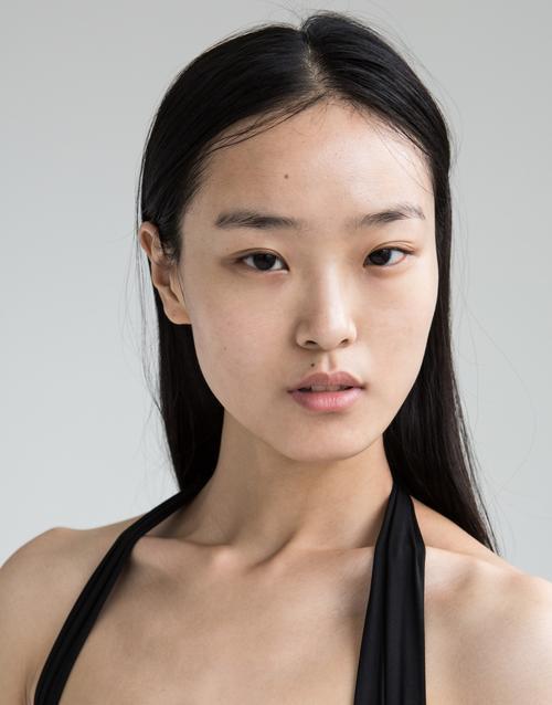 姓名:Yue Han职业:MODEL