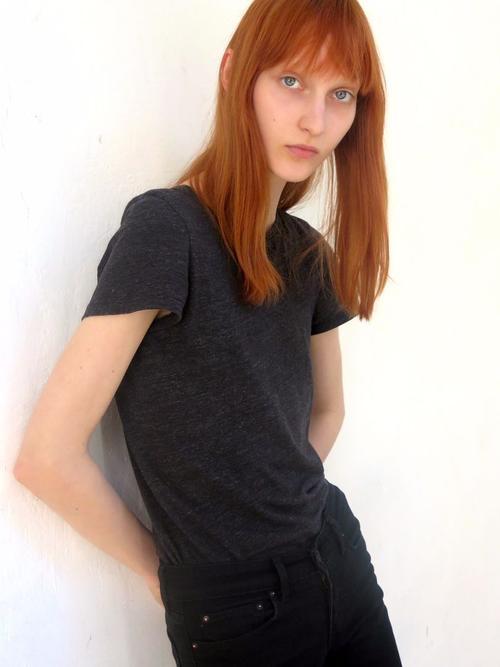 姓名:Nika Cole职业:MODEL
