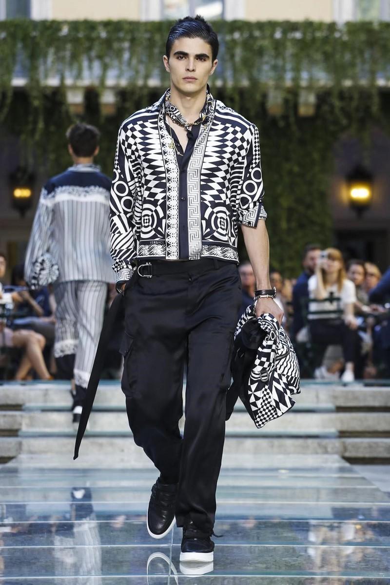 范思哲S / S 18人的节目Versace S/S 18 Men's Show