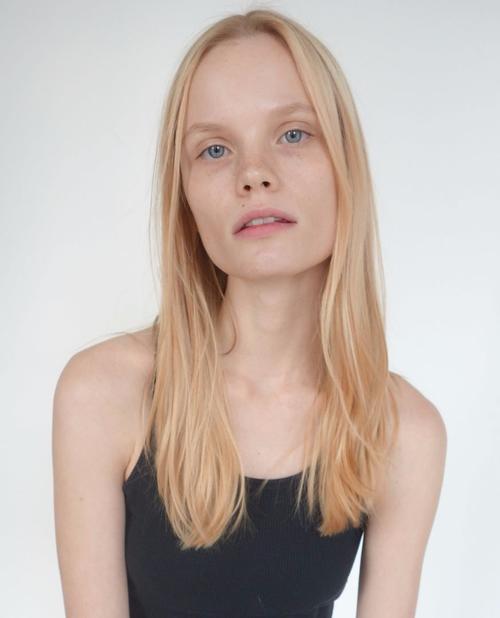 姓名:Polina Oganicheva职业:MODEL