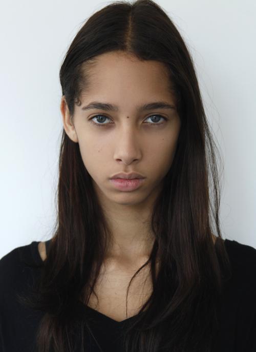 姓名:Yasmin Wijnaldum职业:MODEL