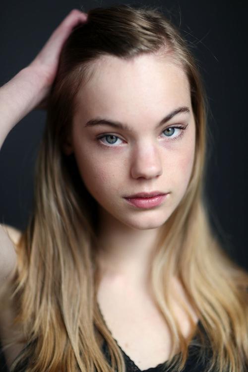 姓名:Estella Boersma职业:MODEL (SEMI-EXCLUSIVE)