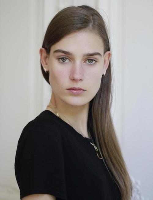 姓名:Vera Van Erp职业:MODEL