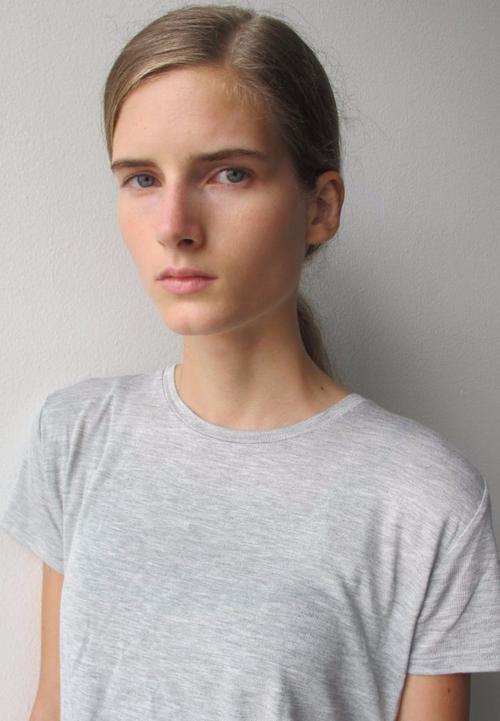 姓名:Kristina Abibulaieva职业:MODEL