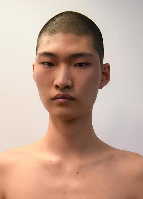 姓名:Haemin Jeon职业:MODEL
