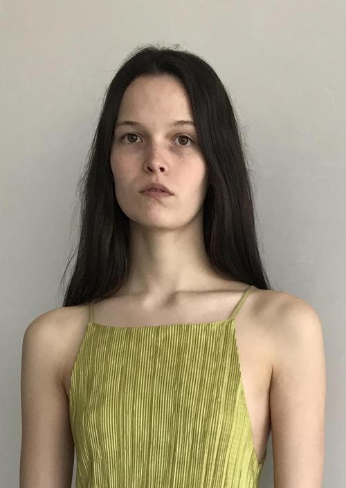 姓名:Runa Neuwirth职业:MODEL