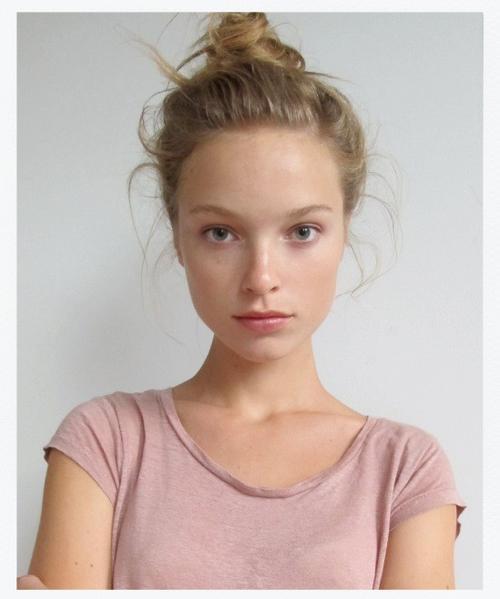 姓名:Heloise Guerin职业:MODEL