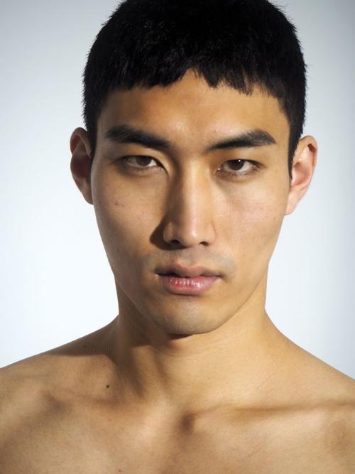 姓名:Do Byung Wook职业:MODEL