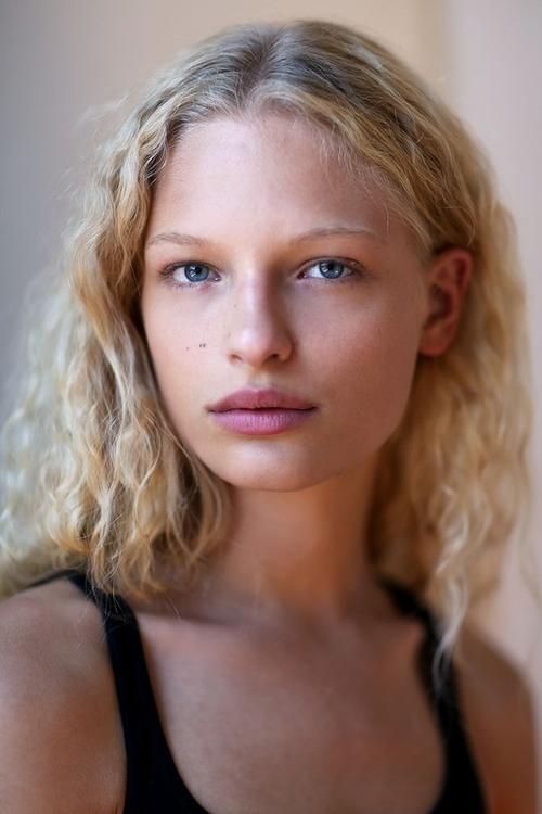 姓名:Frederikke Sofie职业:MODEL