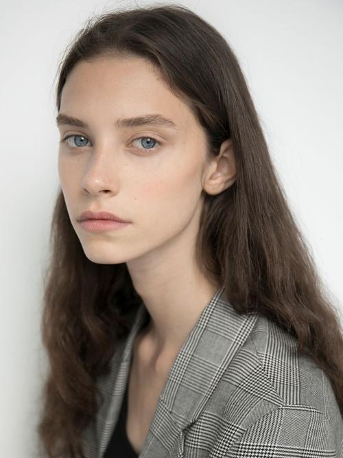 姓名:Sophie Martynova职业:MODEL