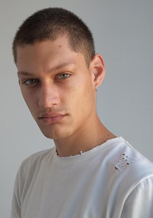 姓名:Iago Santibanez职业:MODEL