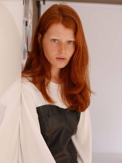 姓名:Fabienne Dobbe职业:MODEL