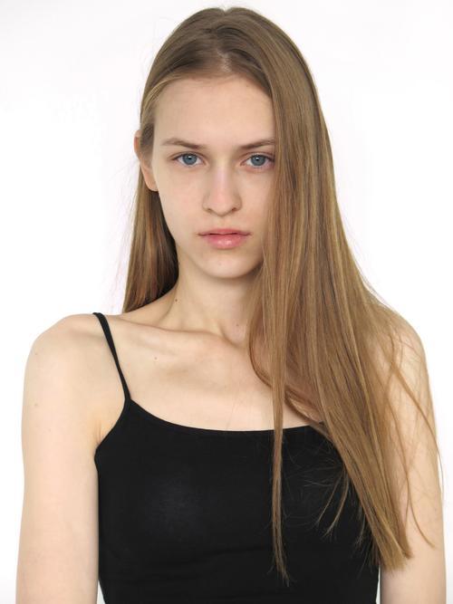 姓名:Kasia Oskard职业:MODEL