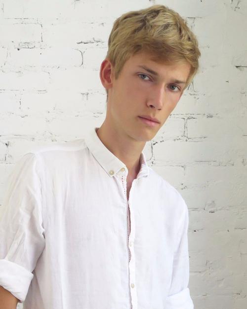 姓名:Truls Martinsson职业:MODEL