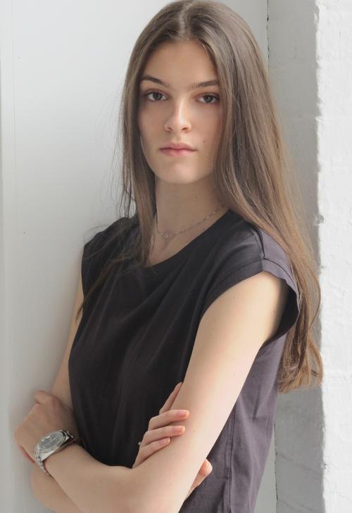 姓名:Kremi Otashliyska职业:MODEL