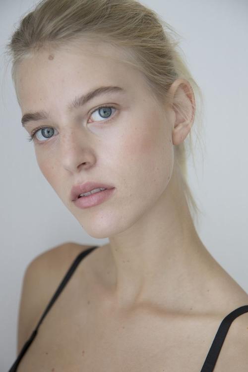 姓名:Line Kjaergaard职业:MODEL