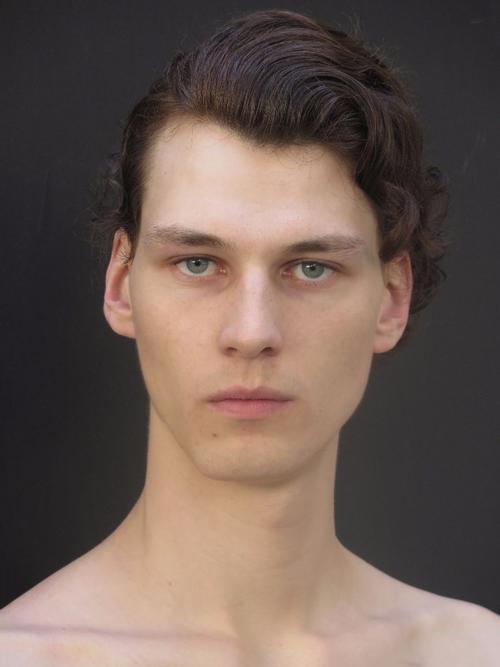 姓名:Matthieu Villot职业:MODEL