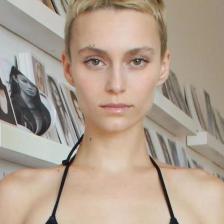 姓名:Alex Boldea职业:Model