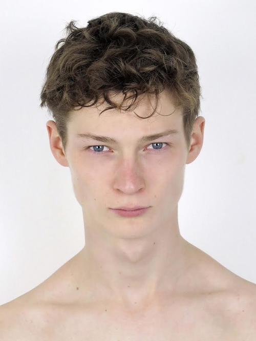 姓名:Willem Wardenaar职业:MODEL