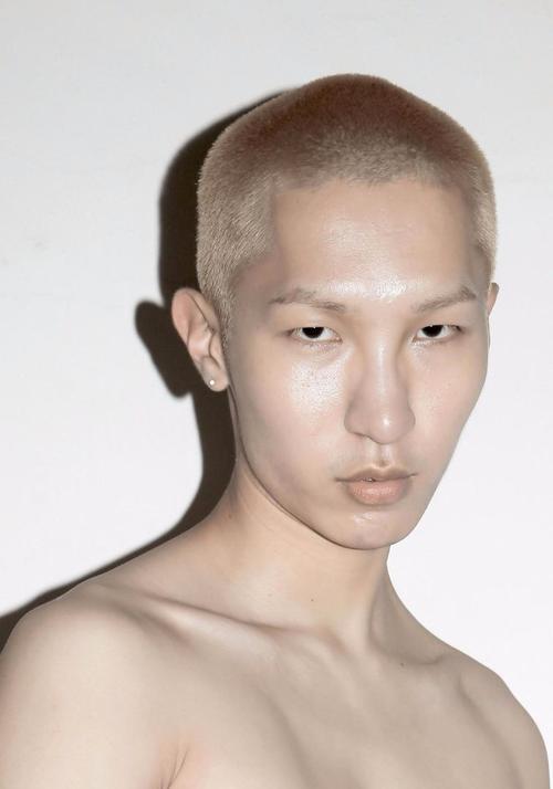 姓名:Wooseok Lee职业:MODEL