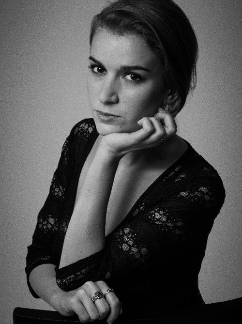 姓名:Fanelie Patras职业:FASHION EDITOR STYLIST