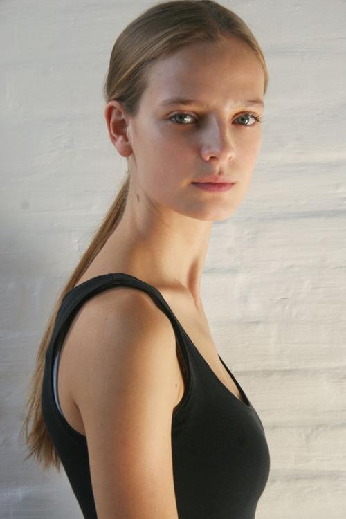姓名:Ine Neefs职业:MODEL