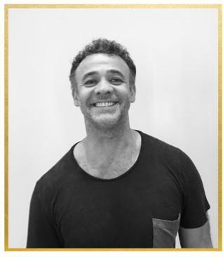 姓名:Osmane Da Cunha职业:HAIR STYLIST