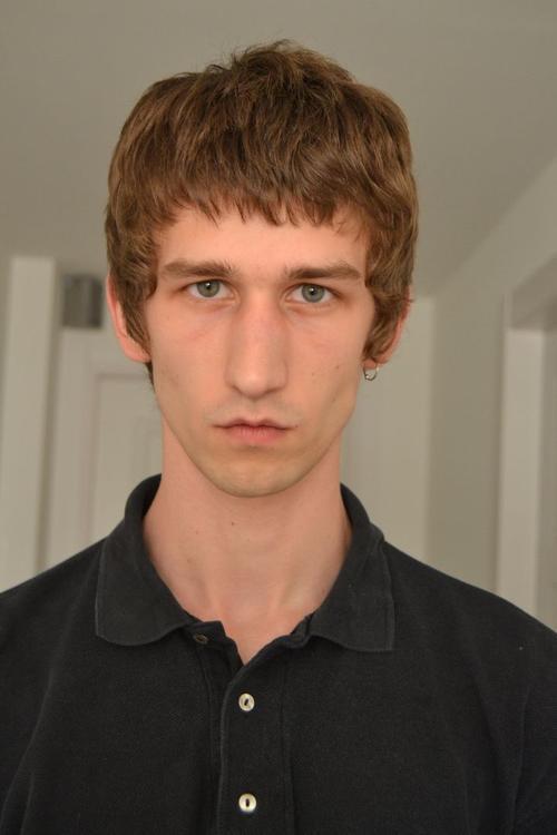 姓名:Etienne de Testa职业:MODEL (CLOSED)