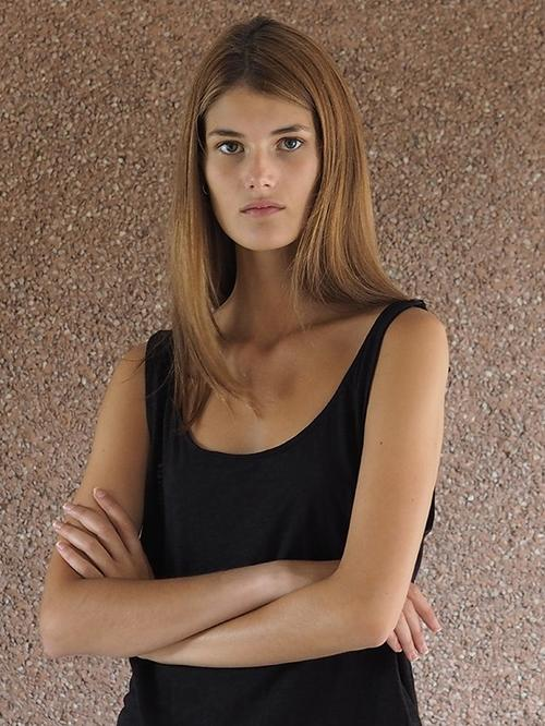 姓名:Lucia Lopez职业:MODEL