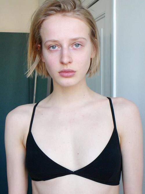姓名:Anine Van Velzen职业:MODEL
