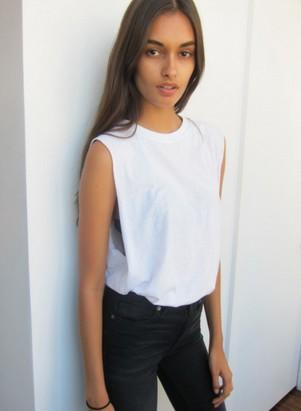 姓名:Gizele Oliveira职业:MODEL
