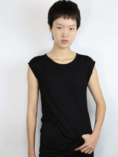 姓名:Shujing Zhou职业:MODEL