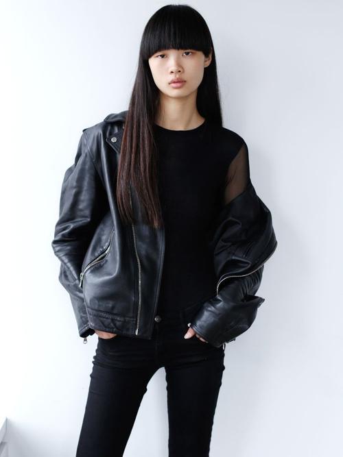 姓名:Huan Zhou职业:MODEL