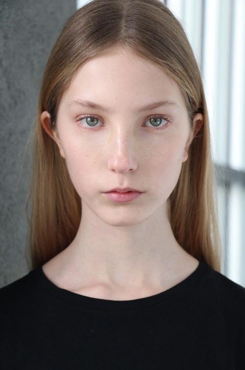 姓名:Sasha Komarova职业:MODEL