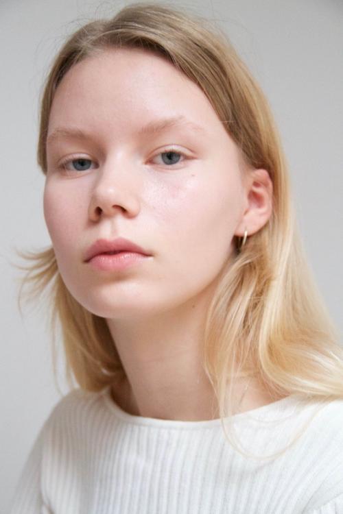 姓名:Rebekka Eriksen职业:MODEL